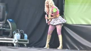 Nicki Minaj - Turn me on [Live Wireless Festival Hyde Park london 2012]