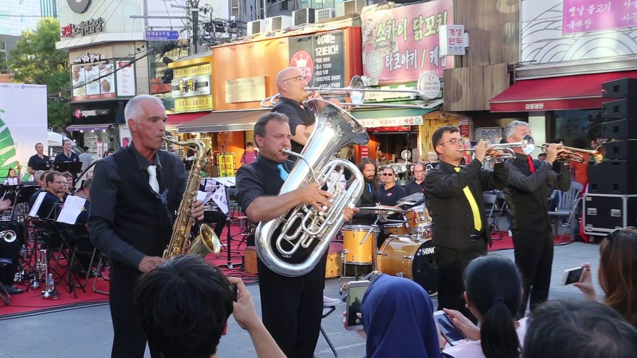 JHKTV]신촌공연  코메디밴드(스위스)swiss comedy brass band uptown funk