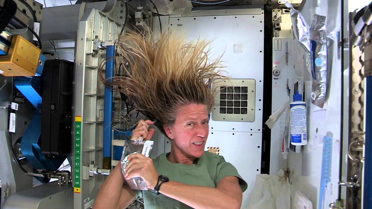 do astronauts in the space station experience gravity - photo #42