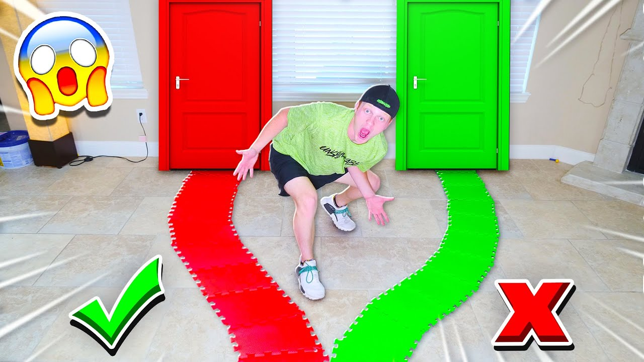 DON'T CHOOSE THE WRONG PATH! GIANT GAMEBOARD CHALLENGE!