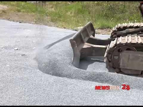 Жители Патрокла снова делают дорогу к своим домам за свой счет