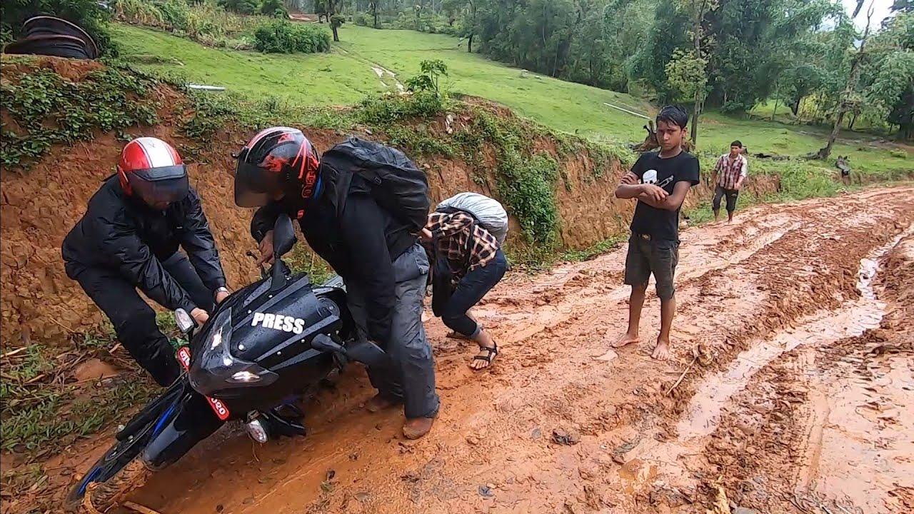 बर्खामा जोखिमपुर्ण यात्रा || Dengeroud Nepali Roadways