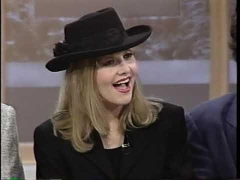 Stella Parton talks being Dolly Parton's Little Sister Mp3