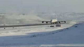 Airbus A380 na Antartica - A380 take off antartica