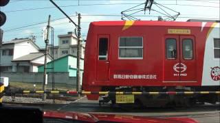 群馬県高崎市吉井町の吉井駅付近にて電車の踏切通過待ちをする。