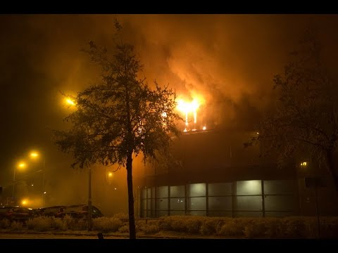 18-01-2017 Leeuwarden - Zeer grote brand verwoest Ford garage