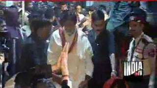 Big B Offers Prayers At Ajmer Sharif After 40 Years