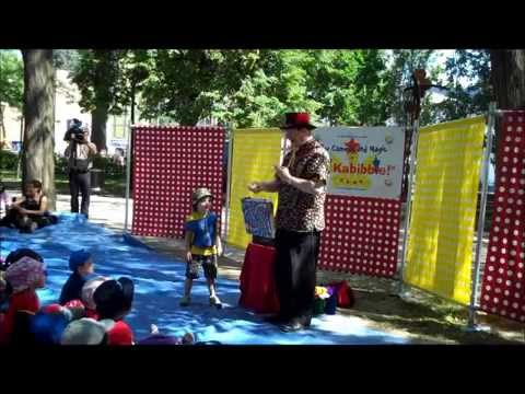 Children's Entertainer Bob Shelley performs magic for Montreal Childrens Library July 2012