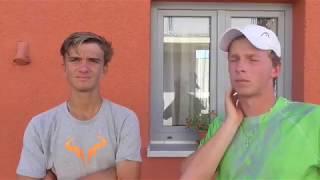 Tomáš Macháč a Antonín Bolardt po vítězství v 1. kole deblu Rieter Open Ústí nad Orlicí 2018