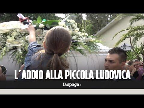 Tragedia Chieti, il pianto dei parenti ai funerali di Marina e Ludovica