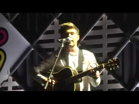 Jingle Ball - Niall Horan - This Town Live -...