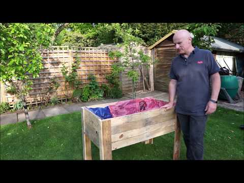 making-a-raised-bed-planter-(out-of-old-pallets)
