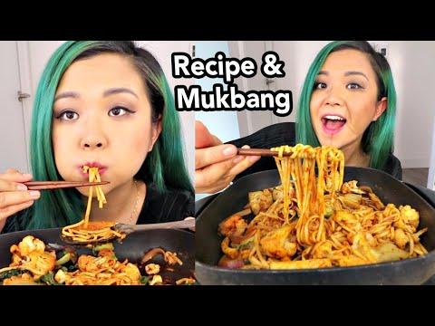 EASY VEGAN SPICY NOODLE STIR FRY (jjambbong stir fry?) RECIPE & MUKBANG // Munching Mondays Ep.40