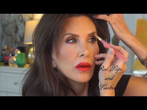 red-lipstick-for-holiday-party-|-pür-be-your-selfie-shadow-look-|-charleston-makeup-artist