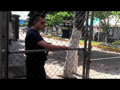 Discriminan a indígenas que visitan a Pablo Salazar en penal de Huixtla