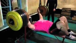 Асланбек  Кушхов ( Россия) , жим лёжа - raw - 270 кг на 3 раза ( скамья очень экстримальная)!!! !