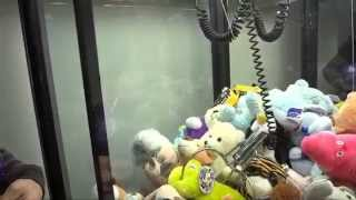 Winning From an Out of Order Claw Machine!