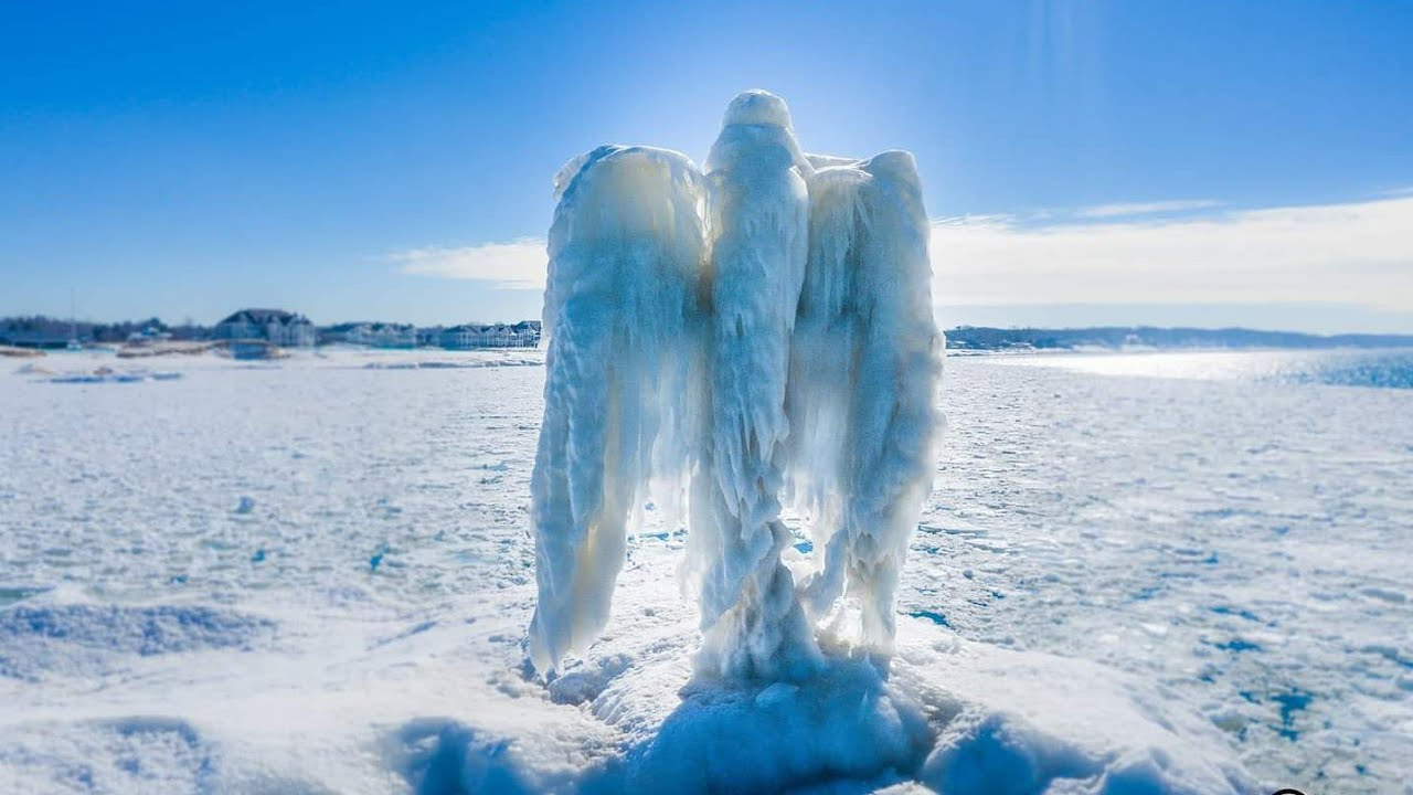 EU. Aparece misteriosa figura en lago: ángel de hielo | VIDEO