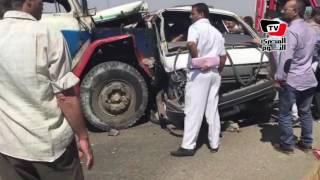 اللقطات الأولي من حادث تصادم مقطورة بميكروباص بميدان جهينة