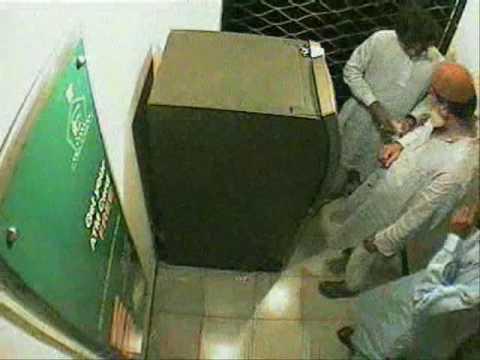 Karachi ATM Robbery  Latest Video (Bank ALHabib Pvt Ltd.)