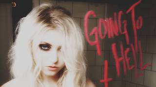 Avril Lavigne, Hayley Williams and Taylor Momsen   Sexy Moments (Sexiest/Hot/Videos/Photos)