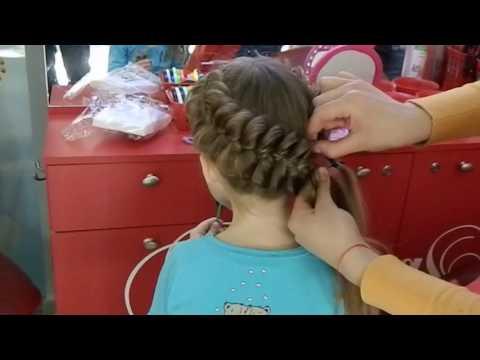 Плетение косичек девочкам. САЛОН КРАСОТЫ Мастер класс. Модные прически. Плетение кос, видео плетение - Видео онлайн