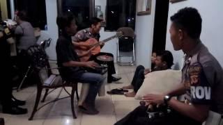 Video Polisi vs Pengamen Juragan Empang download MP3, 3GP, MP4, WEBM, AVI, FLV Juli 2018