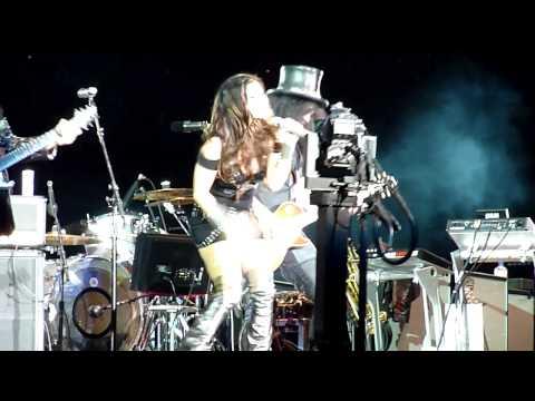 Slash & Fergie, Sweet Child of Mine, Black Eyed Peas at U2 360 Rose Bowl Pasadena 10.25.2009