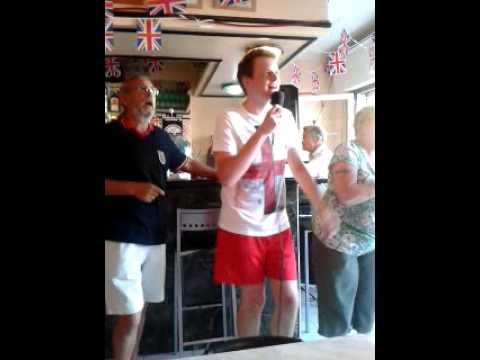 Karaoke in Alicante with a random