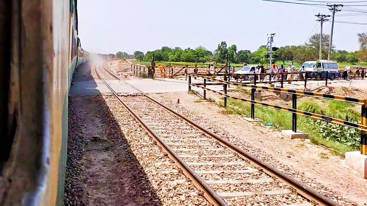 Pakistan Railways:1up Khyber Mail crossing Shujabad Railway Station in High Speed