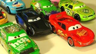 Тачки 3 vs Тачки 2 Челлендж - Іграшки з Мультфільму Тачки - Відео про Машинки для Дітей