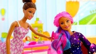 Куклы в салоне красоты! Барби и игры одевалки для девочек.
