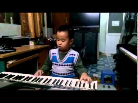 em bé chơi organ bài Jinger Bell cực hay - DanOrgan.Com.Vn