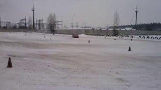 Занос автомобиля зимой от Центра водительского мастерства Carbon. www.carbon.co.ua