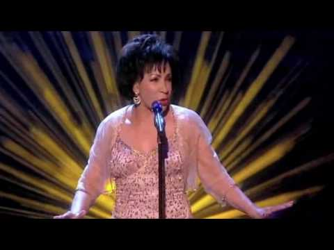 Goldfinger - Shirley Bassey (live 2011)