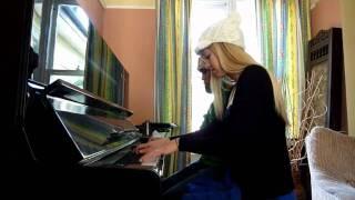 Lara and Zorsy play Gerudo Valley from Zelda, piano duet!!
