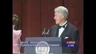 Repeat youtube video Bill Clinton Bids Farewell at the 2000 White House Correspondents' Dinner