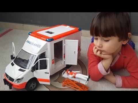Oyuncak Ambulans. Bruder Mercedes-Benz Sprinter Ambulans Ve Sürücüsü Açtık, Oynadık.