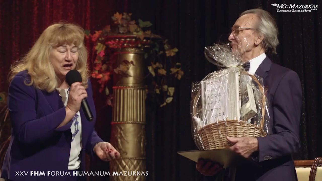 XXV FHMazurkas - benefis Z. Słowińskiego - wręczenie kwiatów