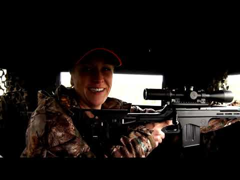JESSICA NYBERG HUNTING WHITETAIL IN TEXAS