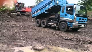 Dump Truck Trick ISUZU GIGA Unloading technique a working car はたらく車 大型ダンプダンプ 技 荷降ろし いすゞ ギガ