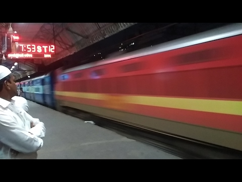 15 Express Trains in Full Aggression at Night in Kurla.. Indian Railways