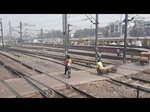 Secunderabad Duronto and Indore Express entering Nizamuddin Station