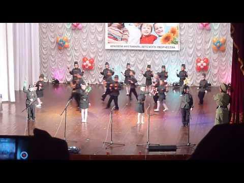 Выступление участников оркестра детских музыкальных инструментов