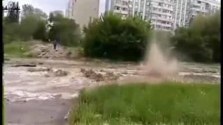 Коммунальная авария разрушила асфальт на Технической