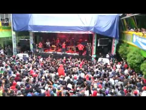 Momonon Wahai Pantai Live In Bekasi