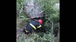 Inghiottito dalla grotta dei briganti, cane da caccia salvato dai pompieri