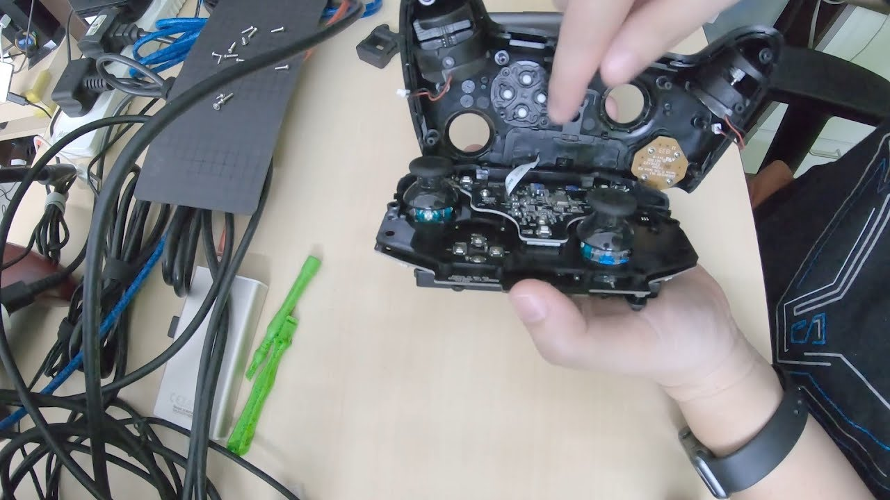 Disassembling The Razer Raiju Tournament Edition Youtube Razer refuses to address the endless list of recurring issues with the controller, and even those that send their units back for repair are still receiving them back in unusable conditions. disassembling the razer raiju tournament edition