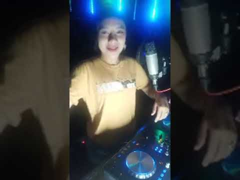 DJ RERE MONIQUE| DJ CANTIK 😍😍| LIVE IN STUDIO