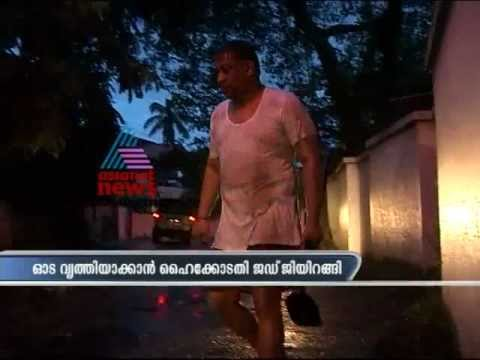 Judge cleans drainage as mark of silent protest against Cochin Corporation
